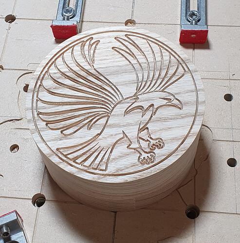 V carved lid